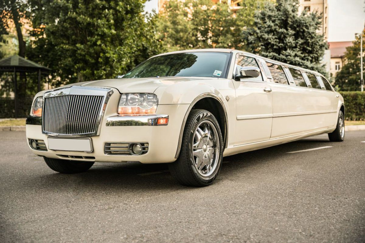 Прокат лимузина Chrysler 300 C